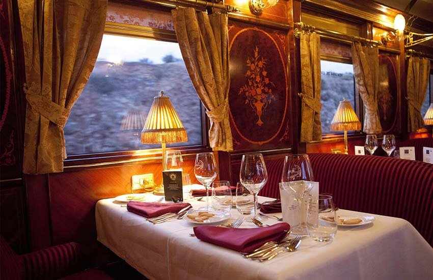 5-Reasons-To-Visit-Jaipur-With-Palace-On-Wheels-Train